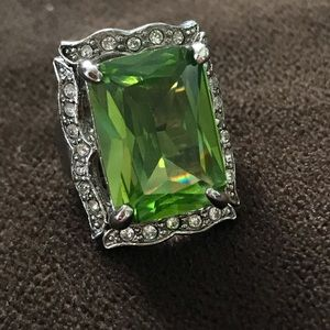 Jewelry - Gorgeous Green Costume Ring